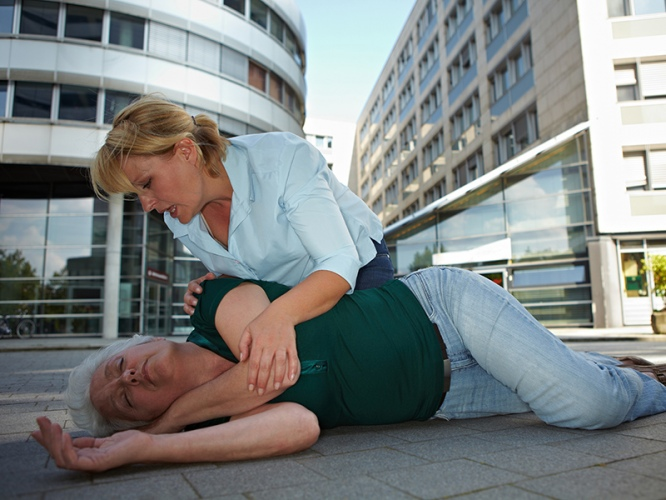 sąmonės netekimas ir traukuliai su hipertenzija